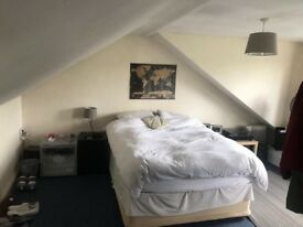STUNNING Double Attic Room Available Close to Heaton Park - October booking - minimum 2 weeks