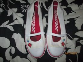 ROCKET DOGS SIZE 7 WHITE ROSE & BIRD LOGO ON SIDE THE RED HAS RUN A LITTLE ON THE WHITE NOTICEABLE