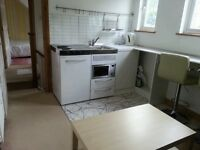 DOUBLE BEDROOM: SUITE OF ROOMS IN LEAFY WITHDEAN