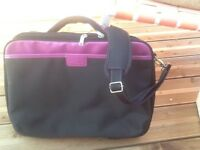 Qlaptop bag never used. Unwanted gift