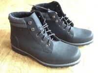 NEW : PAIR BLACK DESERT STYLE BOOTS SIZE 8 STILL HAVE TAG ON