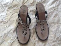 Toe post diamond like sparkle shoes