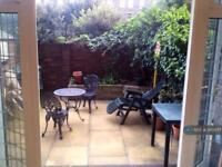 4 bedroom flat in Midway House, London, EC1V (4 bed)