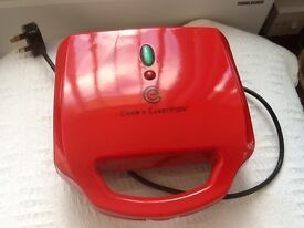 Cooks essential waffle maker new