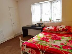 VERY NICE DOUBLE ROOM w EN-SUITE BATHROOM FOR RENT IN TOWN CENTRE | ALL BILLS + WIFI INCL