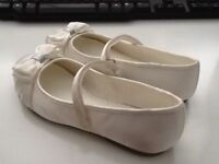 Girls Ivory bow ballet shoes, size 2 immaculate