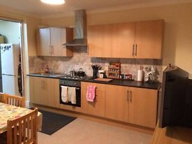 Spacious double rooms in the same house in Dollis Hill, 12 mins walk from Willesden Green