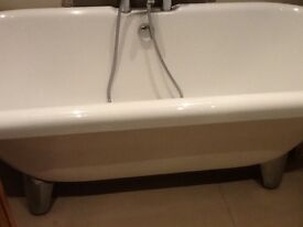 Free standing double ended bath