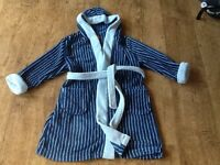 A BOYS MINI MODE BLUE HOODED STRIPEY DRESSING GOWN AGE 5-6 YEARS. GOOD CONDITION