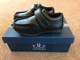 Boys black smart shoes size child 10