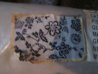 LARGE WHITE WITH BLACK PATTERNED RUG BRAND NEW STILL IN THE PACKET 48 inch x 70 inch or 4ft x 6ft