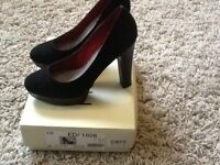 Black High Heeled Court - Size 7