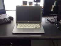 hp Chromebook AMAZING CONDITION 2gb/16gb warranty included