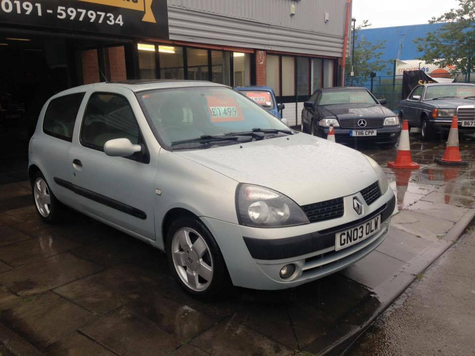 2003 renault clio 1 4 16v privilege 3 door hatchback super low mileage in sunderland tyne and. Black Bedroom Furniture Sets. Home Design Ideas