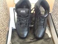 Mens magnum boots, brand new size 10 colour black