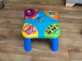 Electronic baby play table