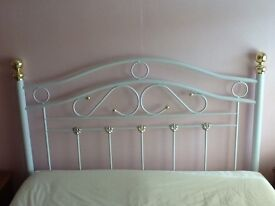 King size 5ft Iron bed headboard,cream with brass bed knobs v good condition.