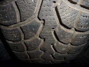 2 pneus d'hiver 195/65/15 Winter Claw Extreme Grip, 25% d'usure, mesure 8-9/32.