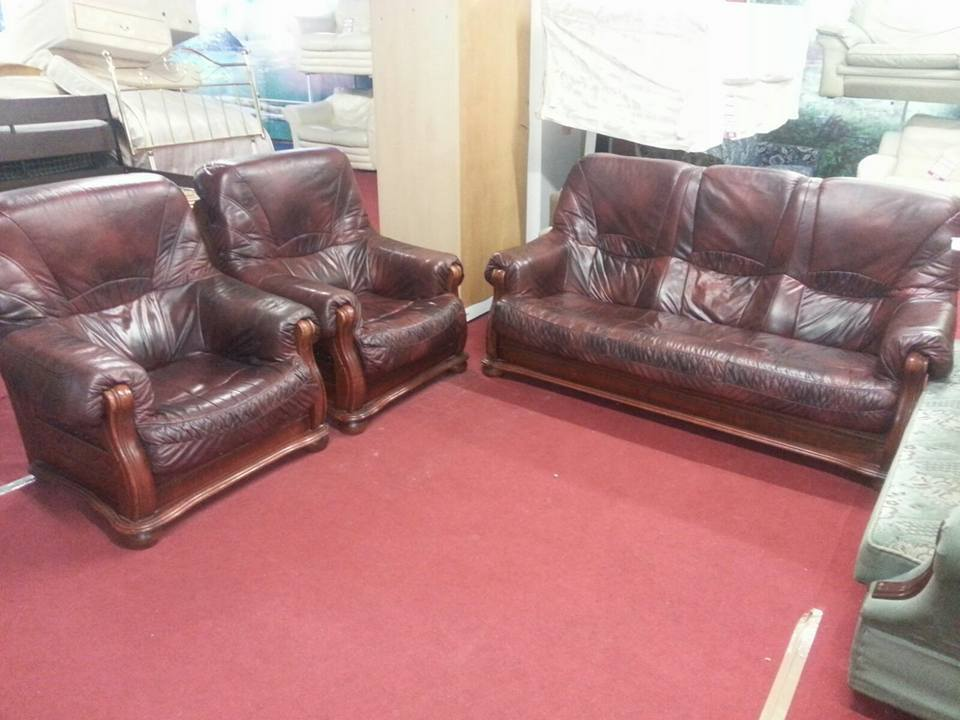 3 Piece Oxblood Leather Sofas With Wooden Frames In