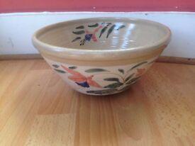 Old ceramic fruit bowl ONEIL BUNRATTY,ireland 1995.