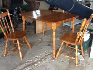 Wood kitchen table, 6 chairs