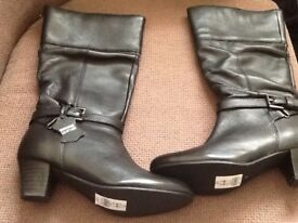 Beautiful Brand new ladies black leather boots size uk 3 -£25