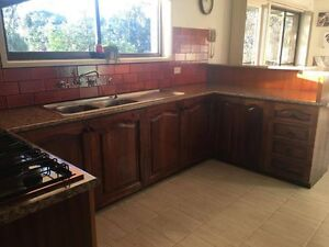 GENUINE TIMBER KITCHEN! Greensborough Banyule Area Preview
