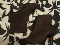 CHOCOLATE BROWN ANKLE BOOTS WITH MEDIUM HEEL SIZE 5 BRAND NEW INSIDE ZIP