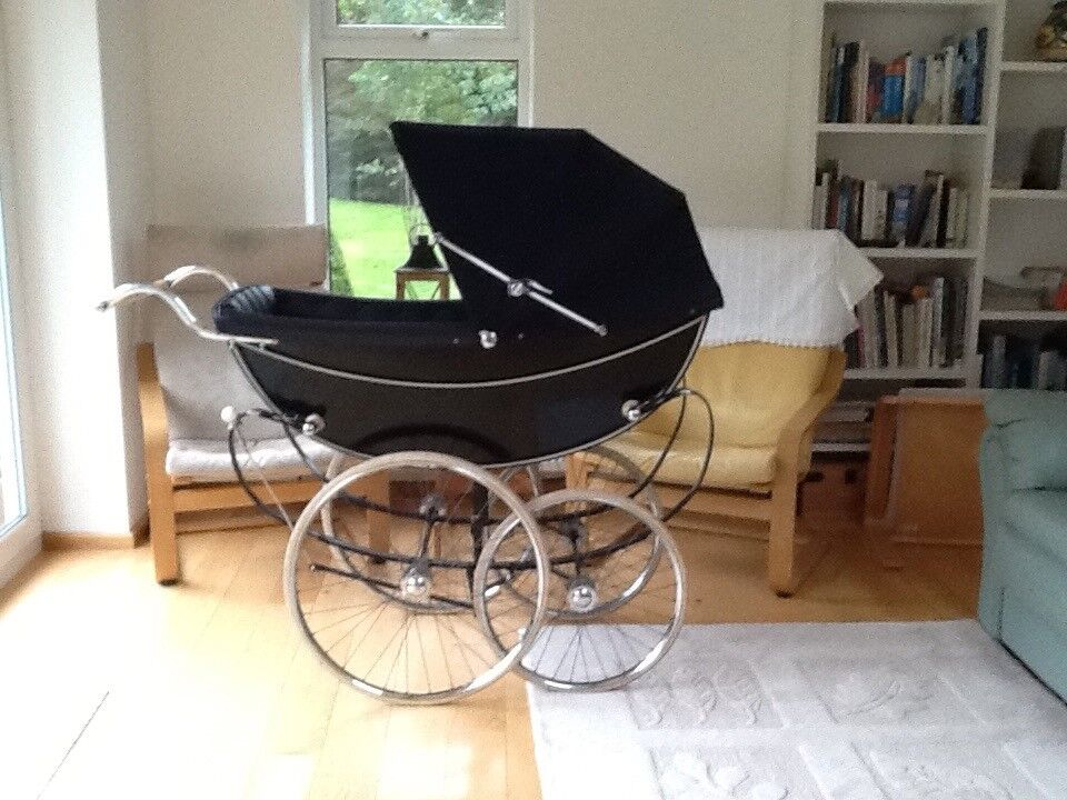Marmet Queen Pram Navy blue body and lining brought from Kendal Milne Manchester
