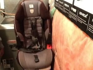Car Seat: ages 2 - 5 for SALE! Kitchener / Waterloo Kitchener Area image 3