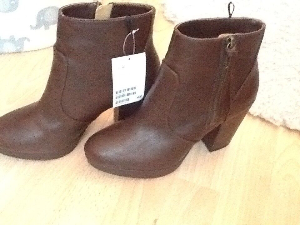 Brand new with tags size 6 brown boots