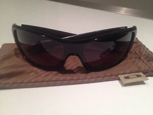 Mens Oakley sunglasses Para Hills West Salisbury Area Preview