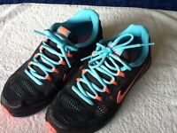 NIKE dual fusion trainers size 3.5