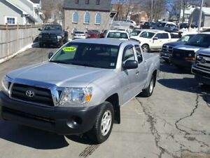 2008 Toyota Tacoma 2 wheel drive  4cyl 5 speed  ext cab