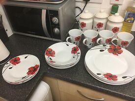 Poppy dinner set