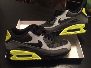 Nike air max 90 mint condition used for home display only
