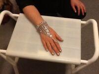 Ring bracelet assessory for brides or her maids