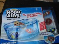 Robo alive fish tank and fish and turtle brand new.