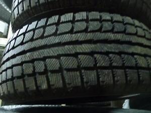 2 pneus d'hiver 195/55/15 Maxtrek Trek M7, 10% d'usure, mesure 11/32.