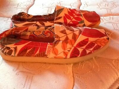 WOMENS TROPICAL TOMS SHOES SIZE 8