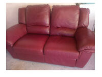 BURGUNDY 2 SEATER ELECTRIC RECLINING SOFA VERY COMFY VIEWING WELCOME