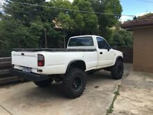 1999 hilux 2.8 Campbellfield Hume Area Preview
