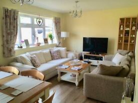 Large double bedroom in beautiful friendly home
