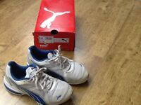 PAIR WHITE/BLUE PUMA TRAINERS SIZE 4 ( GOOD CONDITION )
