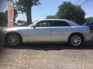 2005 Chrysler 300 - Yes! It has a Hemi!