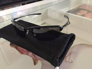 Oakley Wiretap Carbon Black Polarized Leabrook Burnside Area Preview