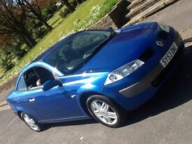 2004 RENAULT MEGANE 2.0 PRIVILEGE CONVERTIBLE WITH PANORAMIC ROOF AND LEATHER!!!