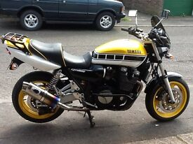Yamaha XJR 1200 in Rare Kenny Roberts colours.