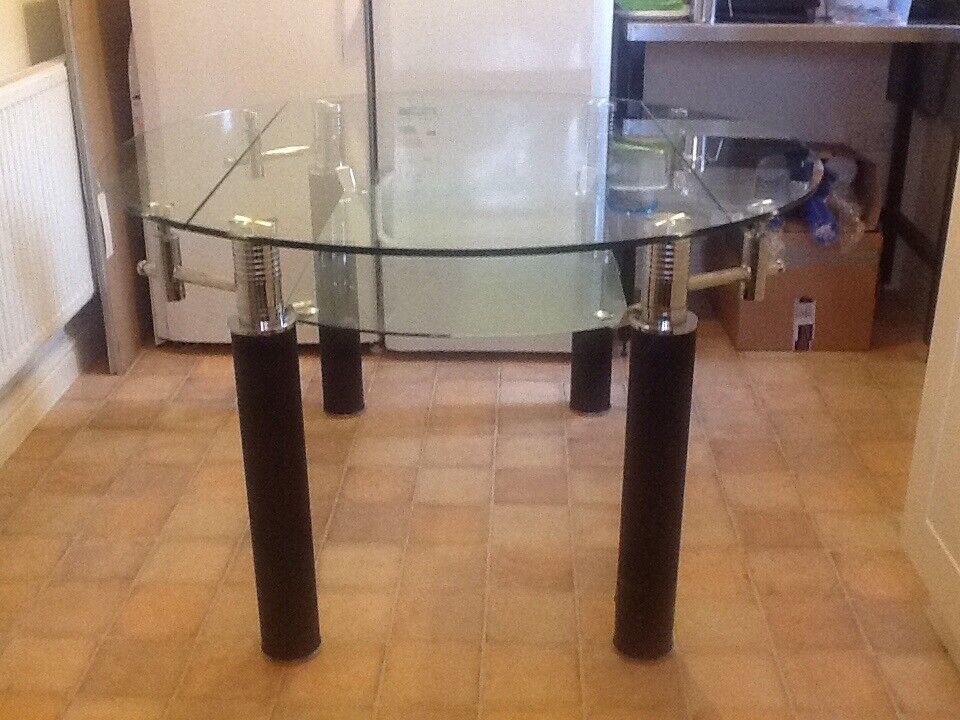 Extendable Contemporary Glass Dining Table.
