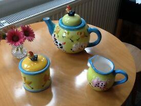 Ray ware Farmyard tea set with pot, sugar bowl and milk jug. Good condition